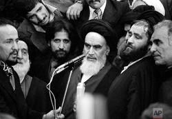 الإمام الخميني بانتصار الثورة احدث زلزالا مدمرا للعالم الغربي