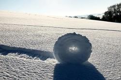 استوانه های غلتان برفی انگلیس را ببینید