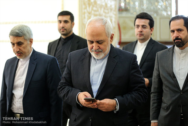 Zarif meets Syrian counterpart, UN envoy for Syria in Tehran