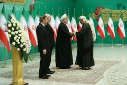 سفرای خارجی مقیم تهران سالروز پیروزی انقلاب را به روحانی تبریک گفتند