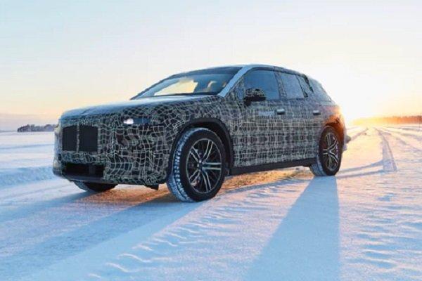 «بی ام و» خودروی خودران یخ نورد تولید می کند