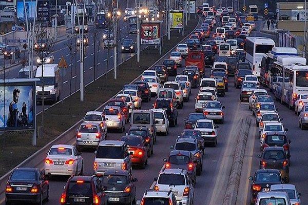 Türkiye'de yaklaşık 4 kişiye bir araç düşüyor