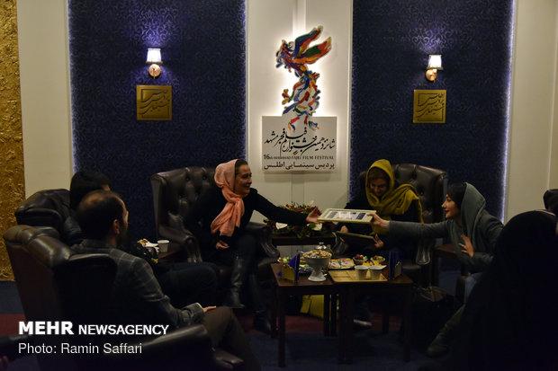 استقبال مردمي از سي و هفتمين جشنواره فيلم فجر در مشهد