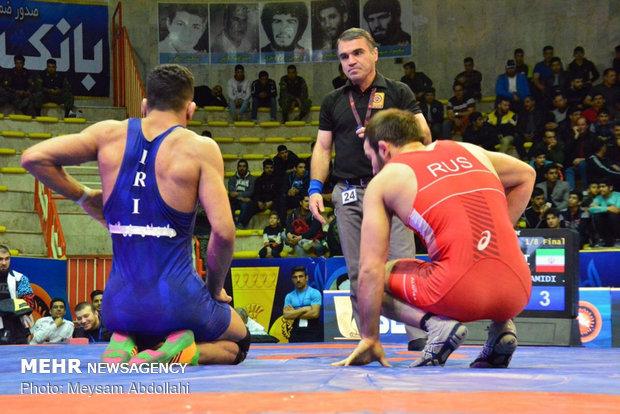 Azerbaycan'ın İran'da düzenlenen güreş şampiyonasındaki başarısı incelendi