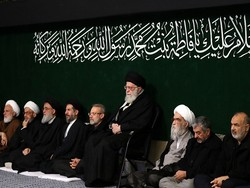 قائد الثورة يحضر مراسم العزاء بذكرى استشهاد فاطمة الزهراء (س) / بالصور