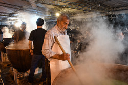 """مراسم """"طهي السمنو"""" بمناسبة ذكرى استشهاد السيدة فاطمة الزهراء (س) / صور"""