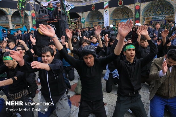 Pilgrims in Qom mark martyrdom anniv. of Hazrat Fatimah