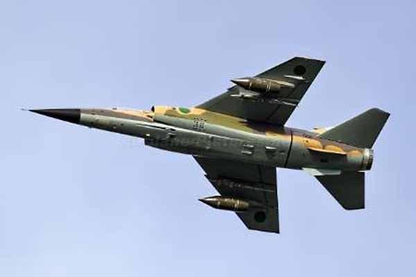 قوات حفتر تقصف المطار حقل الفيل النفطي جنوب ليبيا