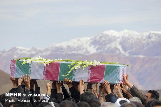 پیکر مطهر ۷ شهید گمنام و تازه تفحص شده دفاع مقدس وارد مشهد شد
