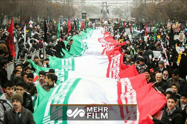 الشعب الايراني يردد هتاف الله اكبر عشية ذكرى انتصار الثورة