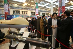 Intelligence min. visits 'Eghtedar 40' expo