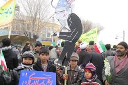 آتشبر پیکر مترسکهای استکباری/ هنرمندی مردم استان سمنان