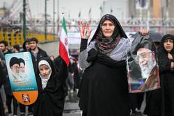 شوارع طهران تنبض بالثورة الإسلامية في ربيعها الأربعين /صور