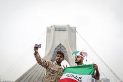 سيلفي مع برج الحرية ضمن احتفالية الذكرى الأربعين للثورة الإسلامية /صور