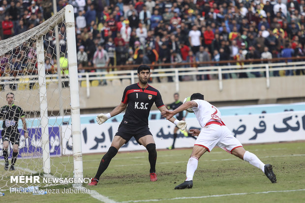 دیدار تیم های فوتبال فولاد خوزستان و پرسپولیس تهران