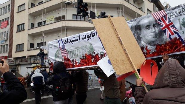 «تابوت استبداد» بر دوش راهپیمایان تهرانی