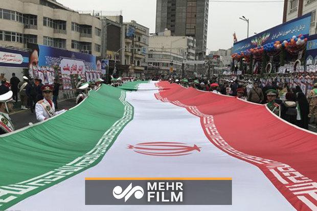 بارش باران هم اکنون در راهپیمایی ۲۲ بهمن  تهران