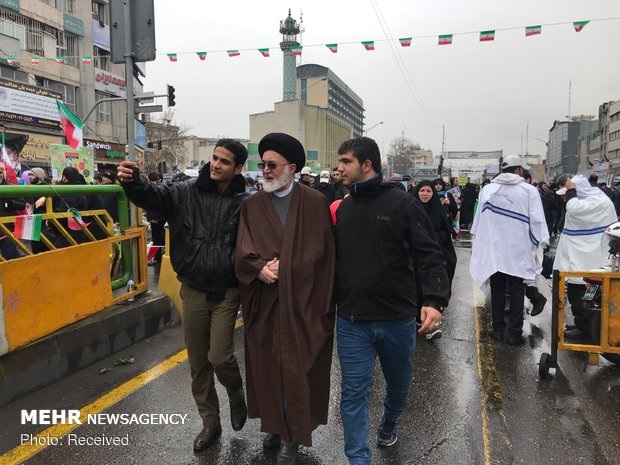 Senior officials join public rallies on Islamic Revolution anniv.