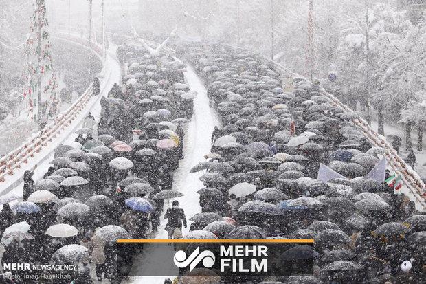 İran'daki 11 Şubat yürüyüşlerinden görüntüler