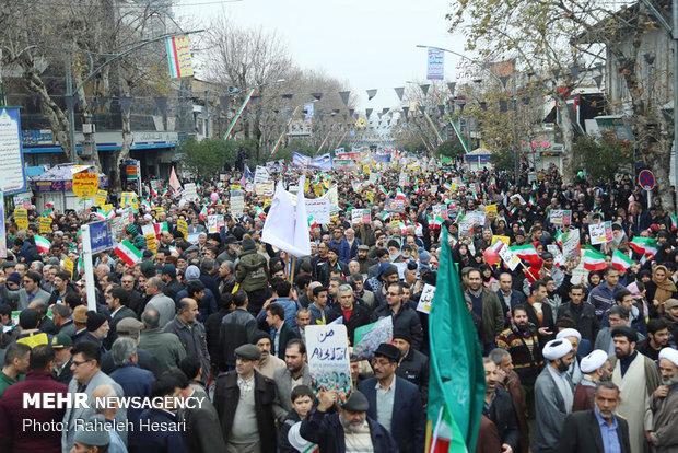 جشن چهل سالگی زیر سایه وحدت / نگارستان ایران به رنگ انقلاب شد