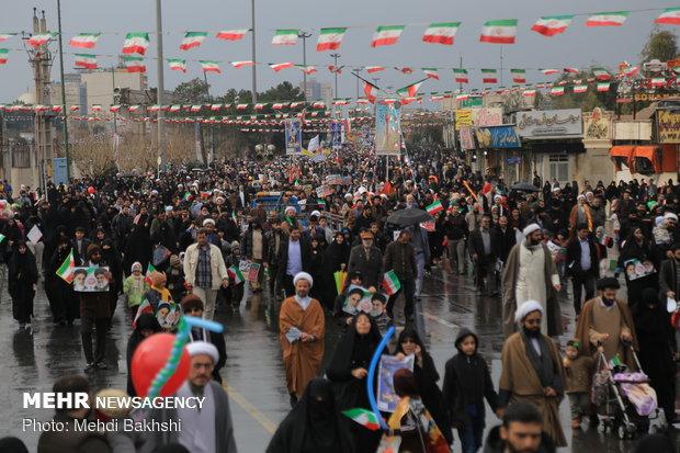 Kum kentinde 11 Şubat yürüyüş töreni coşkuyla gerçekleşti