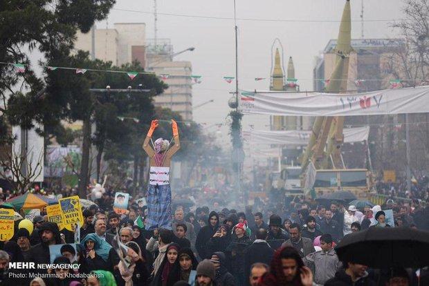 İran'da Devrim'in 40. zafer yıldönümü gösterileri başladı