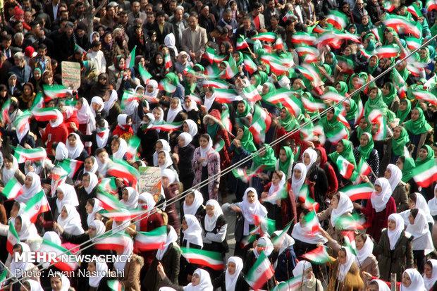هرمزگانی ها ۴۰سالگی انقلاب را جشن گرفتند/رژه شناورهادرخلیج فارس