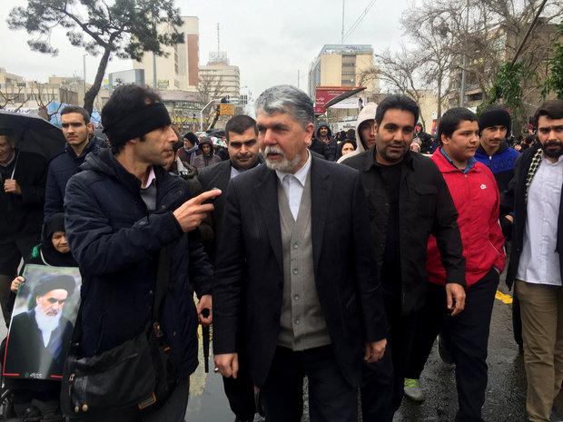 ملت ایران هرجا پای استقلال و نظام در میان باشد متحد و منسجم هستند