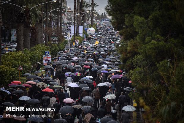 حضور گسترده مردم شیراز در راهپیمایی ۲۲ بهمن