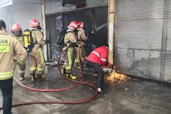 آتشسوزی کارگاه تولید کفش در قم یک کشته و ۹ مصدوم برجای گذاشت