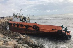 نجات جان ۹ دریانورد مضطر شناورهای به گل نشسته در بندرعباس