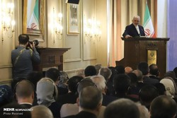 We seek war with no country, but defend ourselves solidly: Zarif