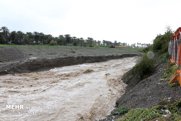 طغیان بیسابقه رودخانههای فصلی در هشتبندی هرمزگان