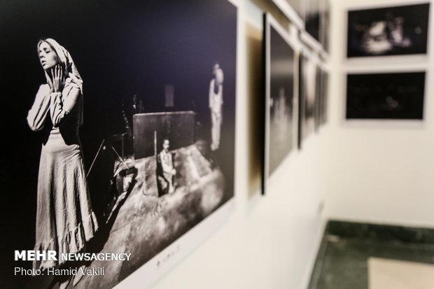نمایشگاه پوستر و عکس سی و هفتمین جشنواره بین المللی تئاتر فجر