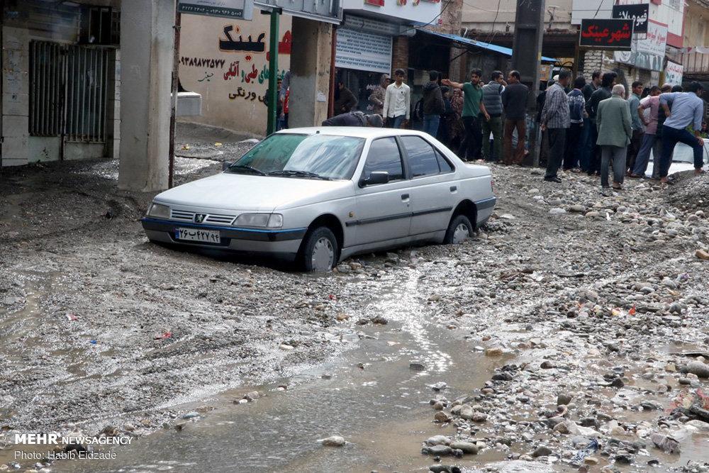 سیلاب و جاری شدن شن و ماسه در خیابانهای میناب