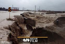 پاکسازی شهر پس از سیل و باران در میناب