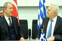 وزرای دفاع ترکیه و یونان در بروکسل دیدار کردند
