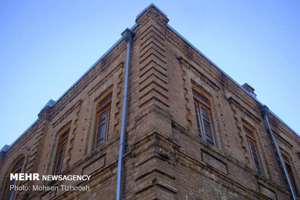 ساختمان تاریخی «سربازخانه» قلعه فلک الافلاک