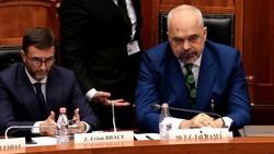 یک قانونگذار مخالف به صورت نخست وزیر آلبانی رنگ پاشید