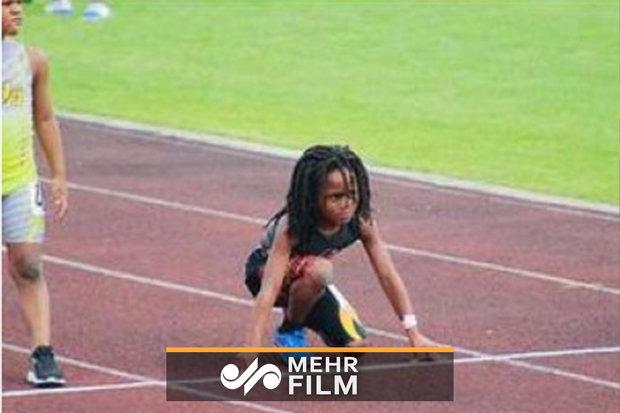Yüksek bir hızla koşan 7 yaşındaki çocuk herkesi şaşırtıyor