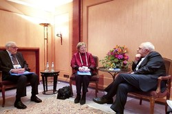 Zarif discusses regional issues with Elders at Munich Security Conf.