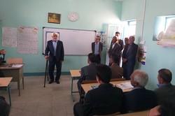 معلمی بعد از ۴۳ سال در جمع دانشآموزان خود قرار گرفت