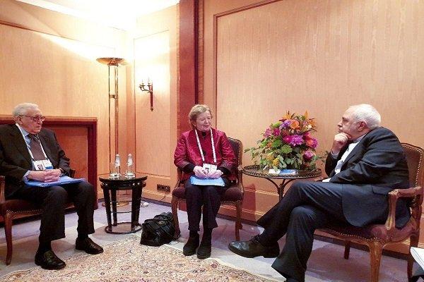 Iranian, Armenian FMs discuss bilateral ties