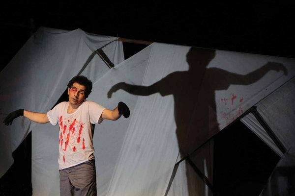 شأن چهل سالگی انقلاب در «تئاتر فجر» این نیست/ حمایت مادی نشدیم