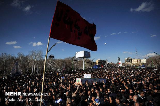 آئین گرامیداشت شهدای امنیت و مدافعان ملت در ری برگزار شد