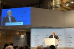 Zarif urges US to treat its malignant disease on Iran