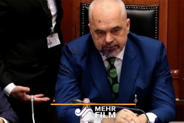 تعلیق ۱۰روزه نمایندهای که به صورت نخستوزیر آلبانی جوهر پاشید!