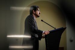 بهرام قاسمي يودع وسائل الاعلام في ختام مهمته في الخارجية الإيرانية