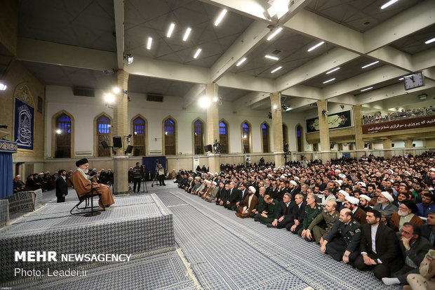 Leader receives thousands of people from East Azarbaijan prov.