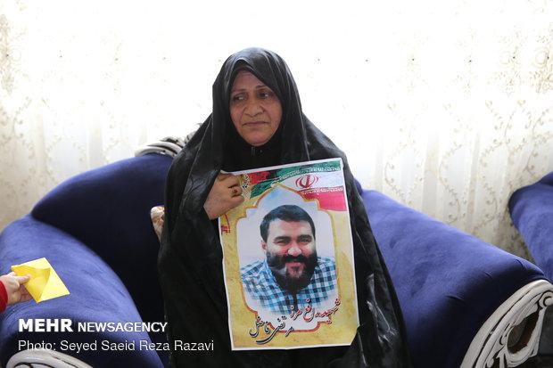 مادر شهید مرتضی فاضل ( شهید مرتضی فاضل در سال 97 در حادثه تروریستی زاهدان به شهادت رسید)